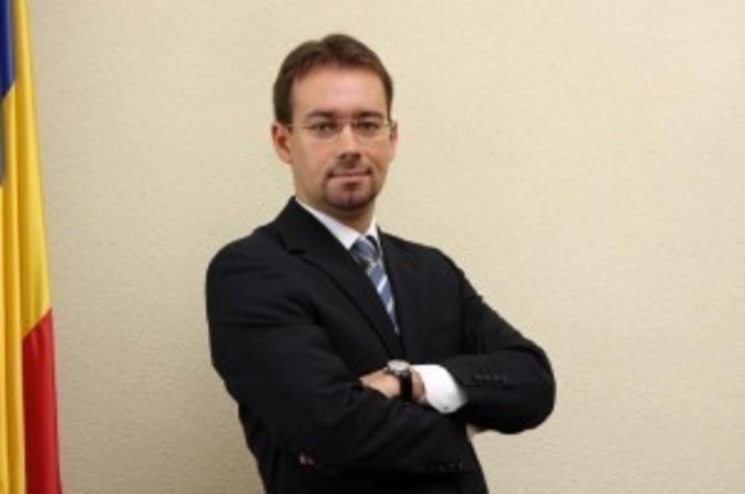 Un fost ministru fustangiu