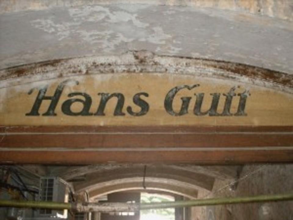 Cine e Hans Guff?