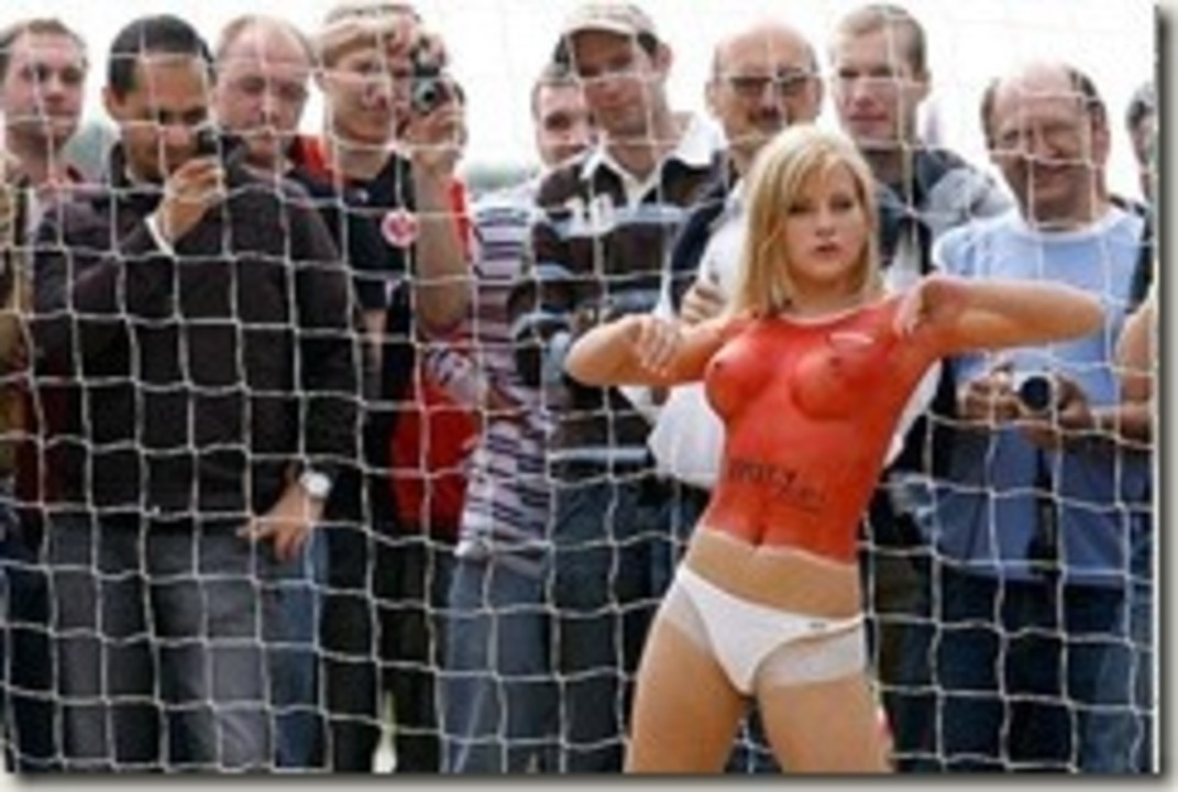 campionatul de fotbal topless