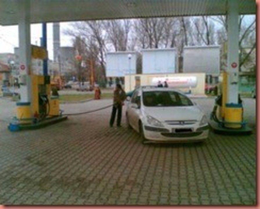 Care-I treaba cu benzina?