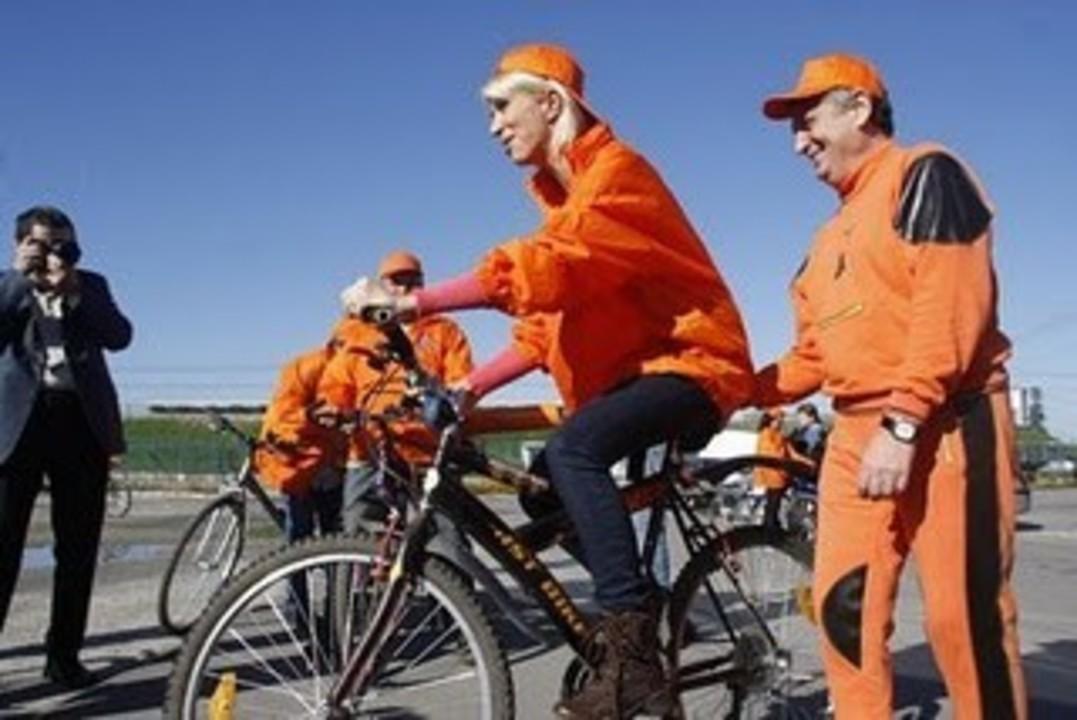 Politica e ca mersul pe bicicleta